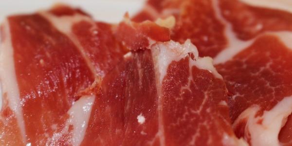 ¿Sabes empezar a cortar un jamón correctamente?