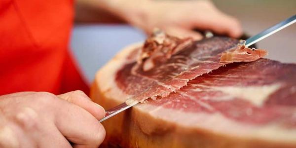 Rompemos el mito sobre comer jamón ibérico en verano